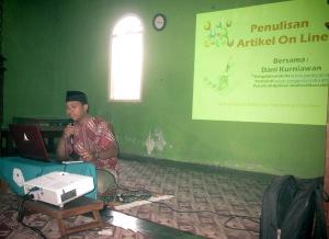 """Dani Kurniawan, S.Kom.I narasumber  kelas """" Penulisan Artikel On Line"""""""